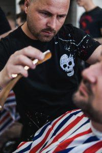 Szakál igazítás preciziós borotvakéssel